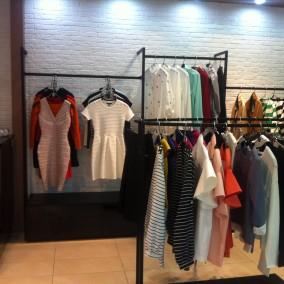 Магазин одежды с дизайнерским ремонтом, рядом с элитными домами. Наценка на товар 300%