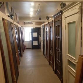 Магазин по продаже дверей на строительной ярмарке «Мельница»