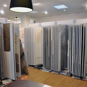Магазин керамической плитки на территории строительного рынка